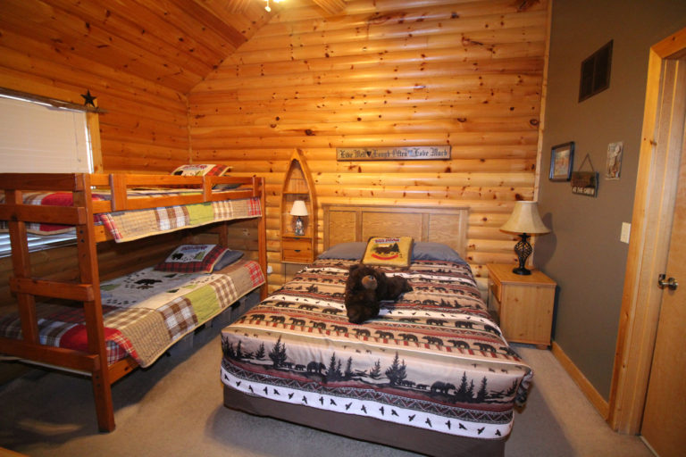 Guest Bedroom With Queen Size Bed and Bunk Beds Trappers Den Log Cabin