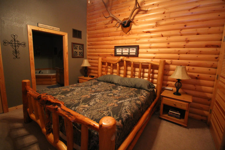 Master Bedroom Trappers Den Log Cabin