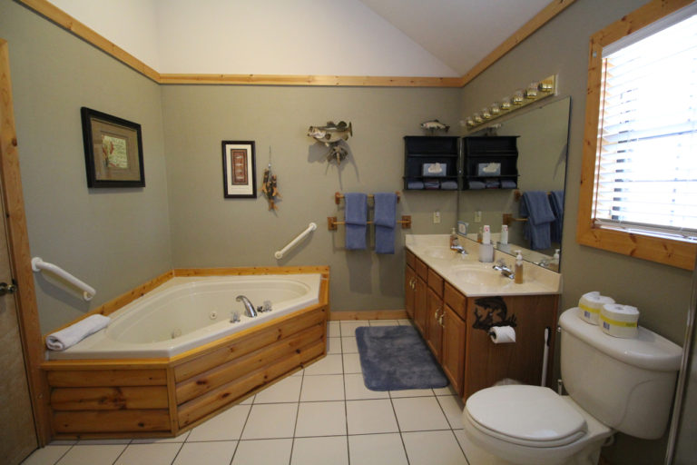 Second Bathroom Trappers Den Log Cabin