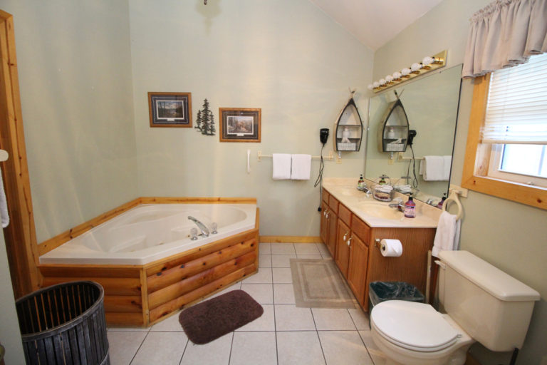 Master Bathroom Trails End Log Cabin