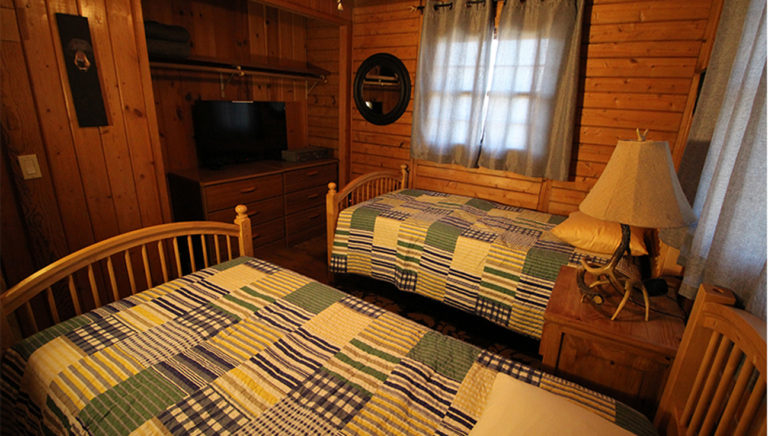 Bedroom #3 With Twin Beds Deer Trail Log Cabin