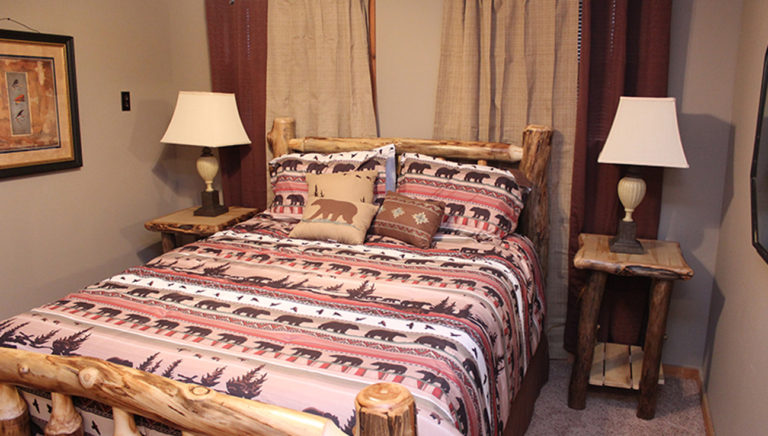 Bedroom #3 Lake Side Log Cabin