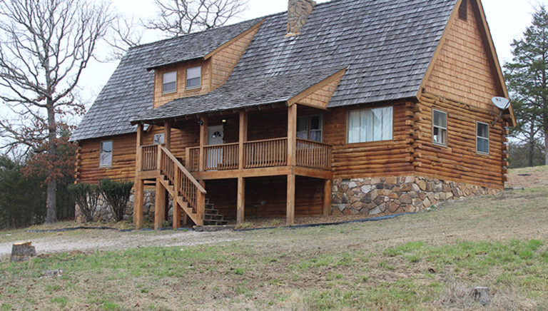 Front View of the Lake Side Log Cabin