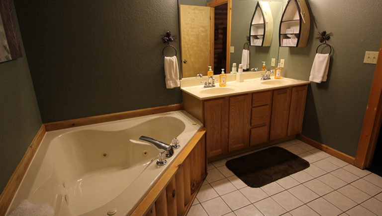 Master Bathroom Split Oak Log Cabin