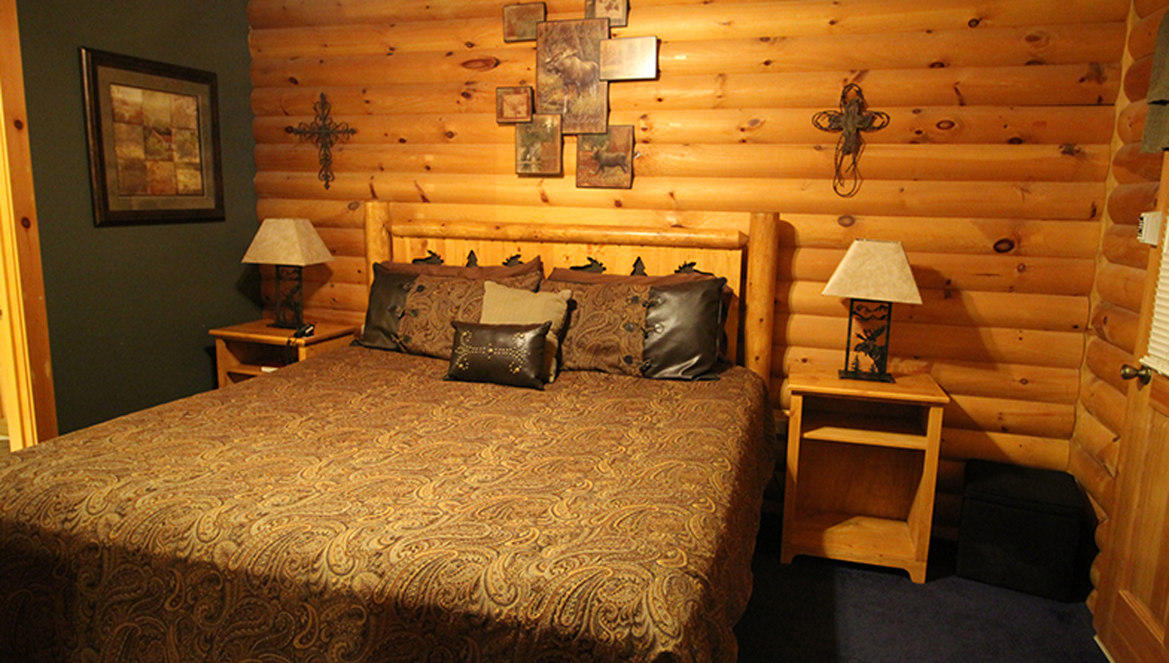 The split oak log cabin rental at notch estates for Split master bedroom