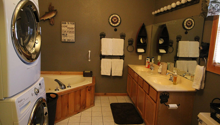 Second Bathroom Split Oak Log Cabin
